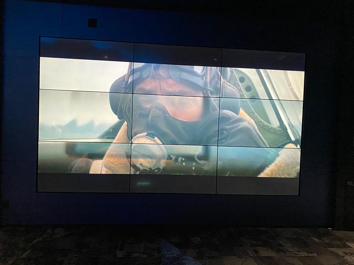 丸の内ピカデリー Dolby Cinmaスクリーン前のロビーにある大型モニターで上映されていた『ダンケルク』予告編映像。