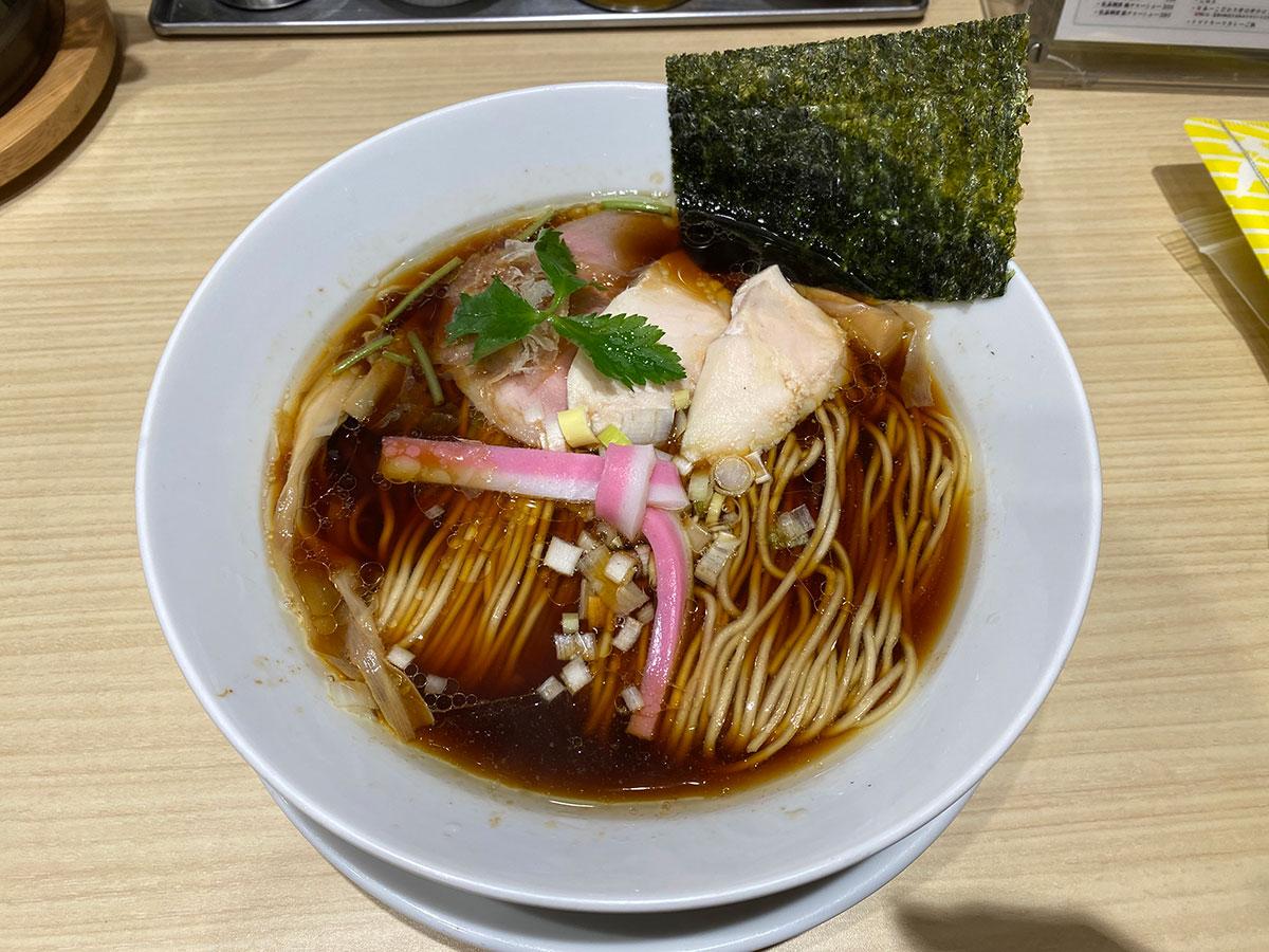 むぎとオリーブ 日本橋店の鶏SOBA。